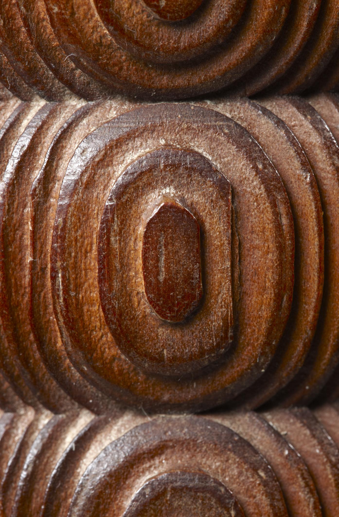 Détail du lampadaire bois laqué - Eyre de Lanux