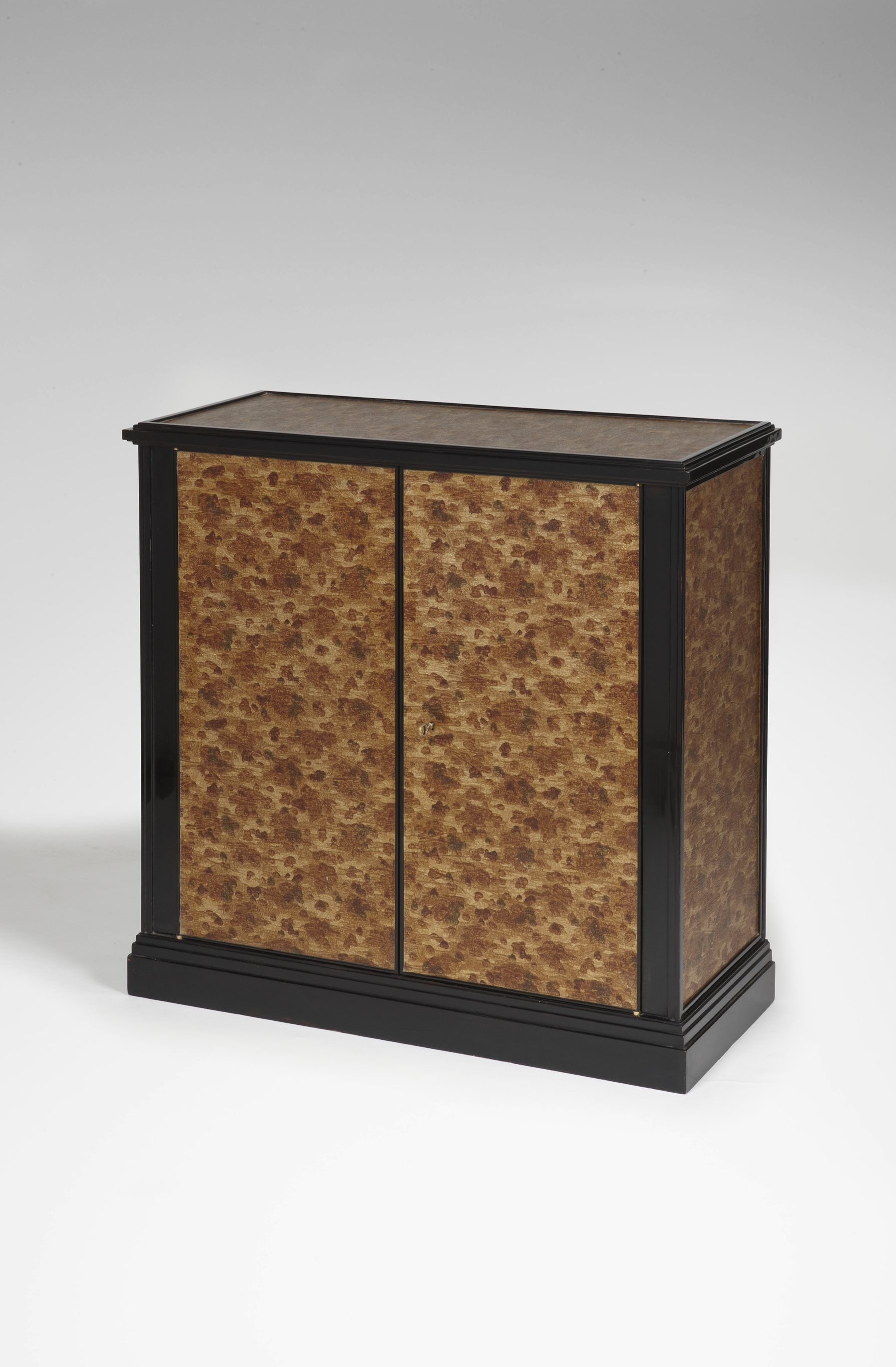 Petit meuble d'appui laqué - Eyre de Lanux