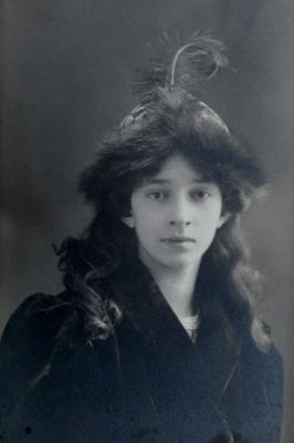 Julie Henriette Combret dite Lilie de Lanux en 1906, la sœur de Pierre de Lanux.